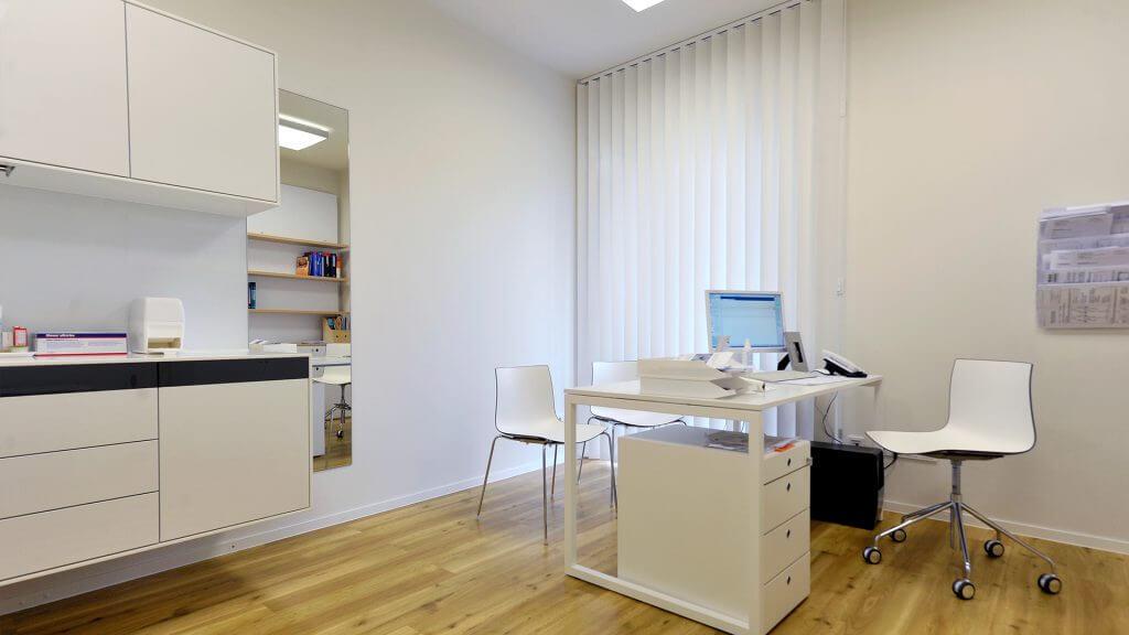 SB_Hautarztpraxis_Behandlungzimmer
